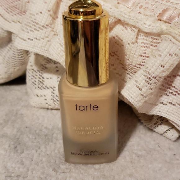 Tarte maracuja miracle foundcealer light medium